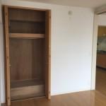 亀戸二丁目団地の洋室と収納スペース